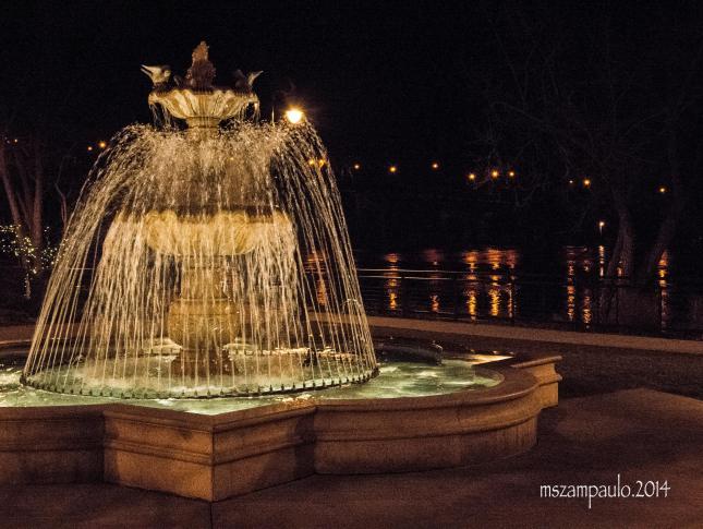 Day172_NightPhotography_FountainOnRiver